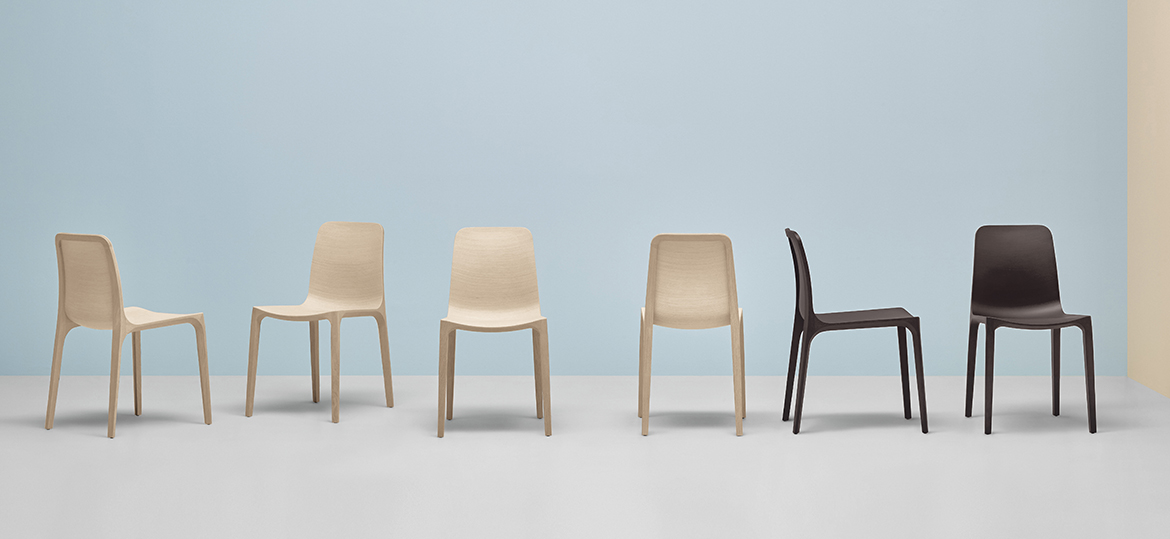 Frida Solid Wood Chair - Frida is a chair that combines beauty, avant-garde technology and love for details. The solid oak structure is combined with the three-dimensional plywood shell to give shape to an extremely light, ergonomic and resistant chair. Available in different finishes. | Matter of Stuff