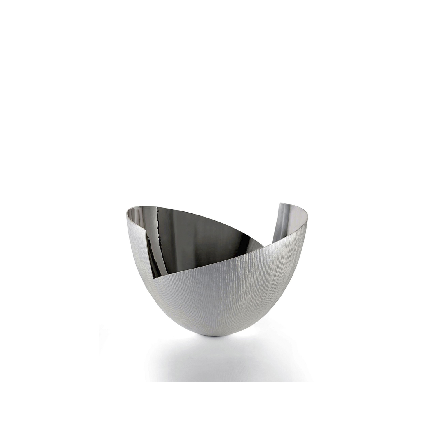 Vela Bowl - Graceful and original in its asymmetrical forms, the Vela Bowl has a completely hand-hammered outer surface to achieve the characteristic embossed texture. By contrast, the interior has a shiny finish. Goes perfectly with the Vela Vase to create a high impact. | Matter of Stuff