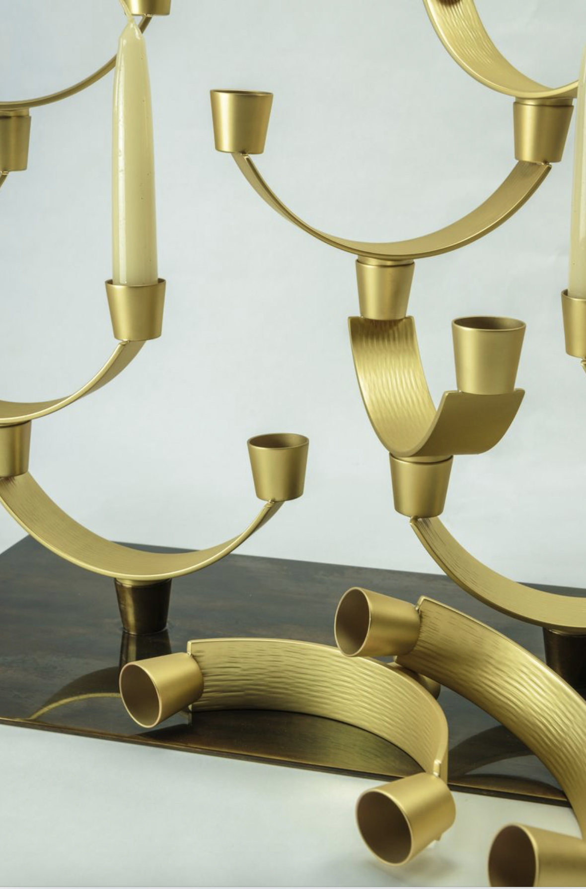 Corallo Grande Candleholders - Candelabra composed of 21 modular elements in satin brass on a base in smooth and burnished brass. | Matter of Stuff