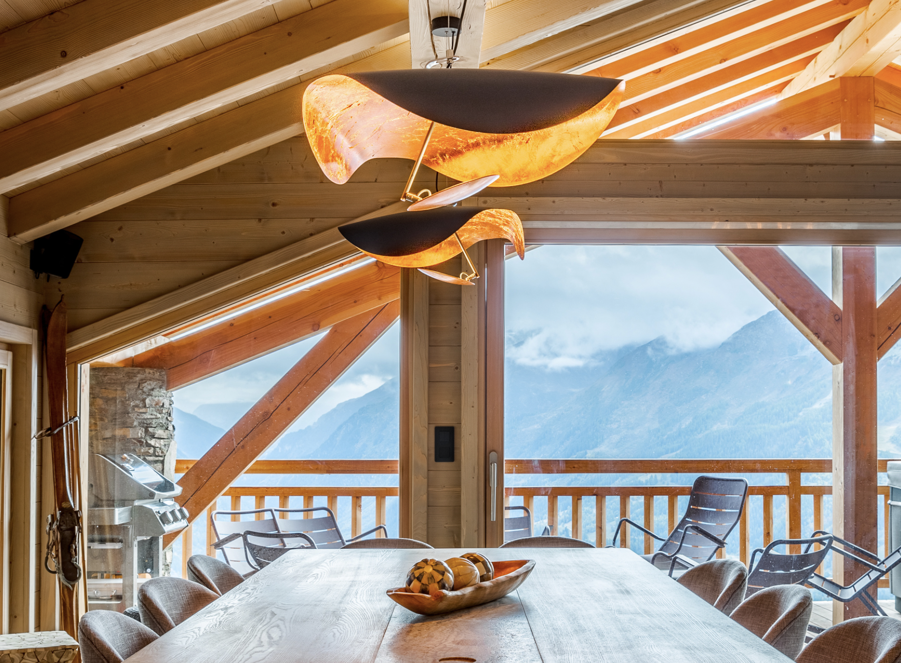 Lederam Manta S1 Pendant Lamp - Lederam embodies the accuracy of the motion required to draw a line. The warm, softly coloured disks surround a LED module with an ultra-flat shape, which creates thin lamps and suspended forms with curved, sinuous lines.   Matter of Stuff