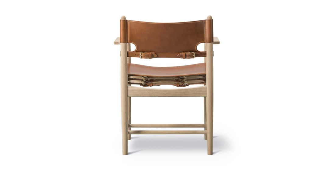 The Spanish Dining Armchair - The Spanish Dining Chair is a testament to the application of honest materials. Crafted from the finest selection of oak and flawless saddle leather, the chair is available with or without armrests, and with multiple finishes from light to darker shades, depending on the atmosphere you want to create. | Matter of Stuff