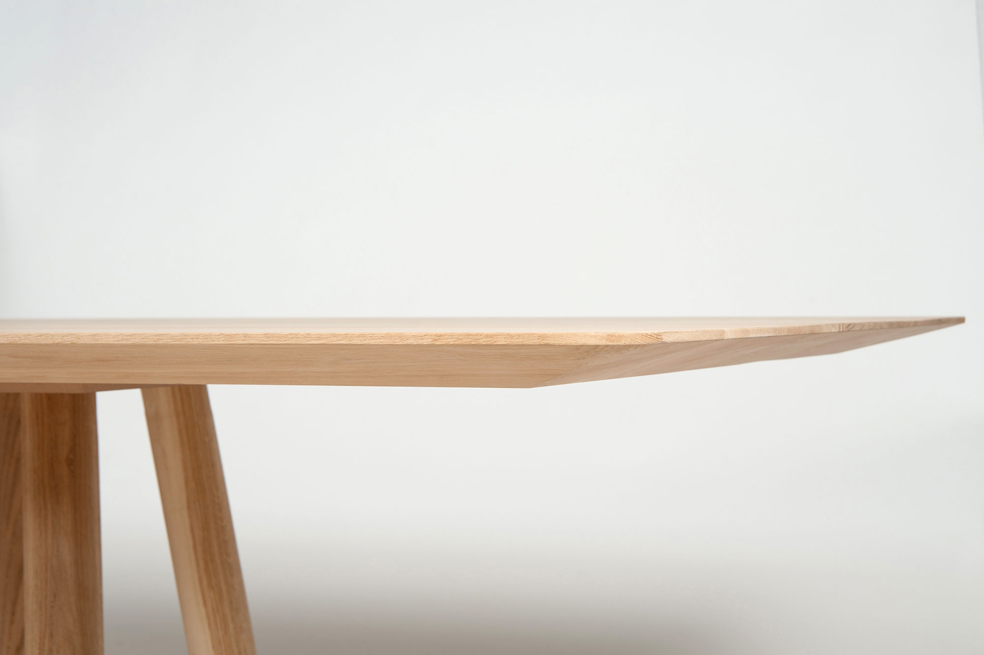 Mos-I-Ko 001 A Table - <p>A table in various sizes with a rectangular shaped top with and thin<br /> edges, base with 8 legs in lacquered or solid wood.</p>  Cement and Maxfine top are available for all dimensions | Matter of Stuff