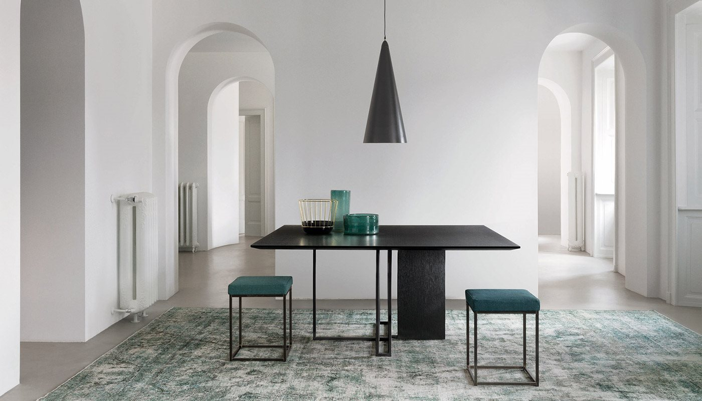 Plinto Square Large Dining Table - Dining tables with metal base with plinth. Tops in different models and dimensions. Finishes for metal base: - black varnishes - bronzed brass  Finishes for plinth: - wood veneer - matt or glossy lacquer - marble Finishes for tops - wood veneer - matt or glossy lacquer - marble | Matter of Stuff