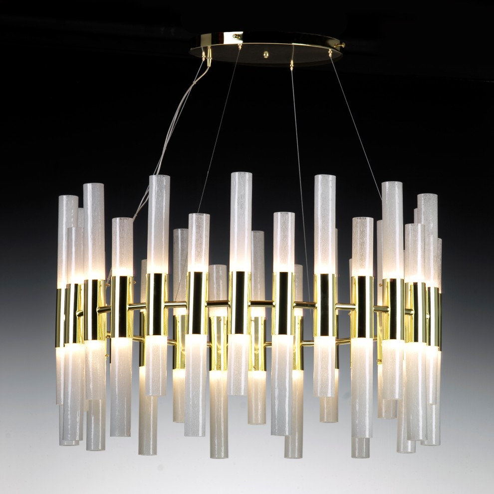 Donà Candle Large - The most striking thing about this chandelier is the shape, vaguely reminiscing a medieval era.