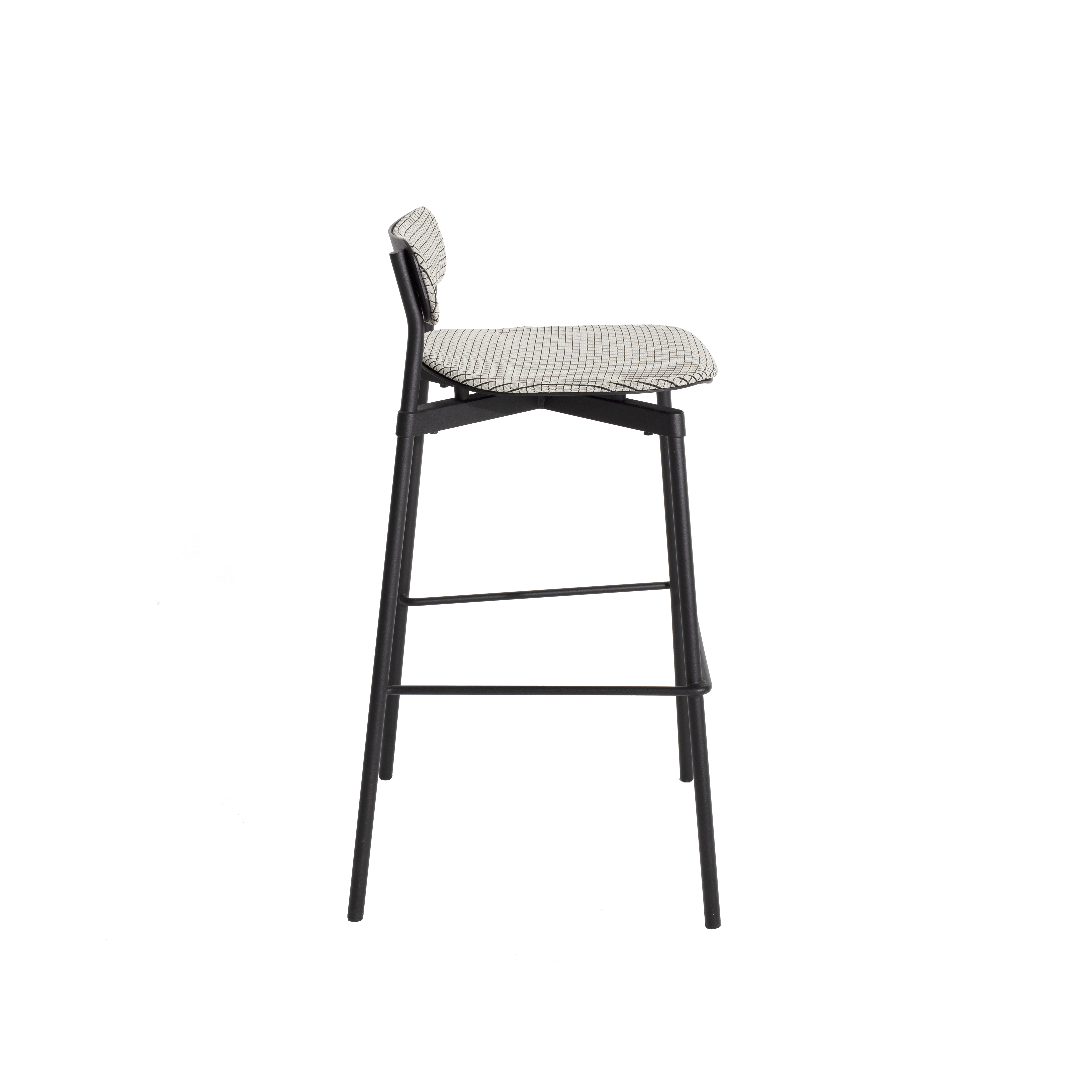 Fromme Soft Bar Stool - Metal chair This metal designer chair is distinguished by its pure line and its unique character: the absorbers placed under the seat give a soft and very comfortable flexibility to the chair.  This design was inspired by the personal story of Tom Chung. An experienced cyclist, he used to climb Fromme Mountain outside of Vancouver and was fascinated by the technical performance of his bike. He sought to rediscover the efficiency that the latter brought him to reinvent the most common object and yet the greatest challenge for a designer: a design chair  | Matter of Stuff