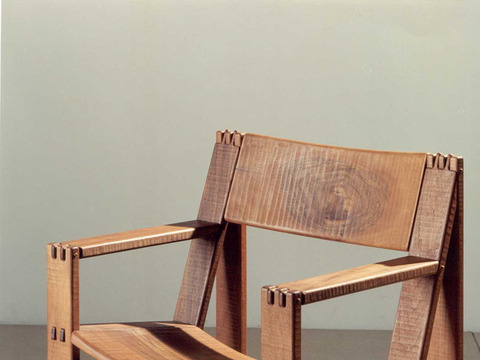 Regina Armchair - <p>Regina is an armchair with solid wood structure assembled by the interlocking technique.<br />