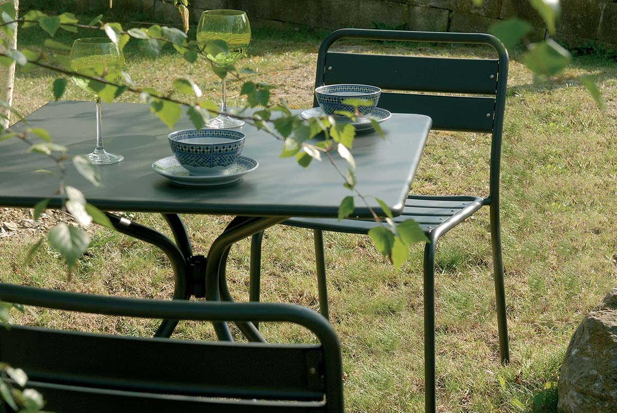 Solid Square Dining Table - A family of essential-looking tables designed to furnish any kind of outdoor space with simplicity: Solid is characterised by the functional steel sheet metal plate, for the most varied use needs.  | Matter of Stuff