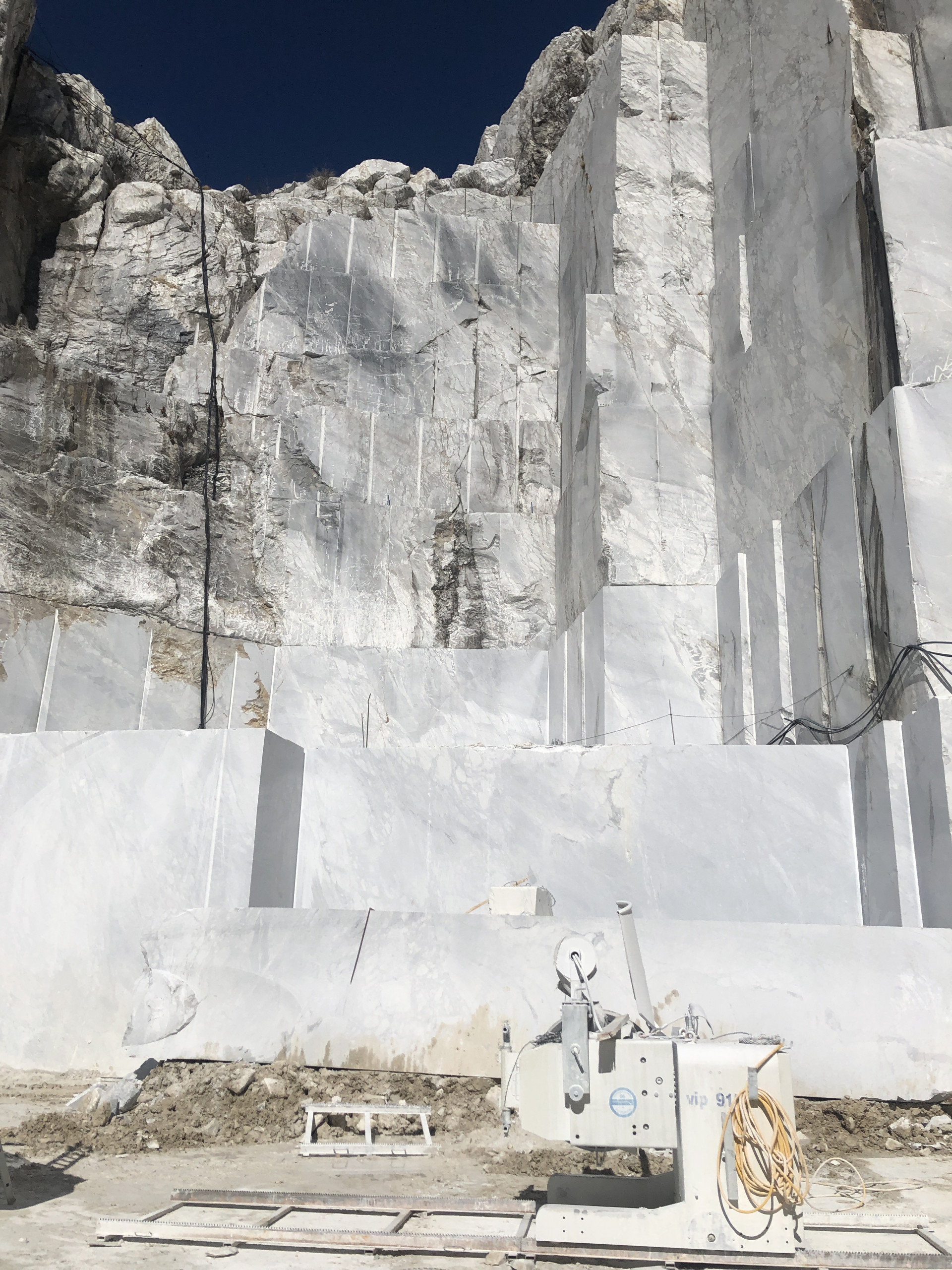 Gioia Ventino Marble - Sourced from our craftsmen quarries in Tuscany.A compact, white almost light grey in colour with frequent grey veins with a more or less perpendicular orientation. There are frequent dark grey subrounded patches and spots up to subcentimetric in size. | Matter of Stuff