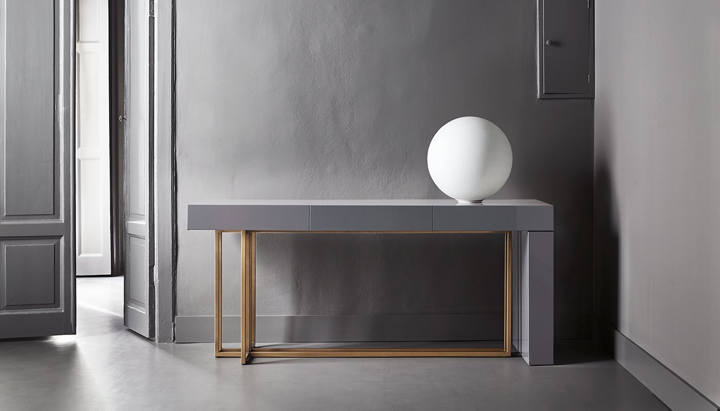 Quincy Editions Shine Console Table - Console in wood available in various finishes with three drawers. Metal base available with a bronzed brass or a matt black varnish. The lacquered version can have either a glossy or matt finish. | Matter of Stuff