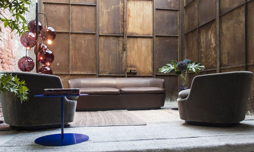 Orla Two-Seater Sofa - Classic and contemporary stylistic elements define the Orla sofas and armchairs by Jasper Morrison, a masterpiece of contemporary design that has entered the collection of the Tate Modern, in London. Characterized by soft, sinuous lines, slender shells and generous, comfortable cushions, the Orla series is a tasteful addition to both domestic and contract settings.
