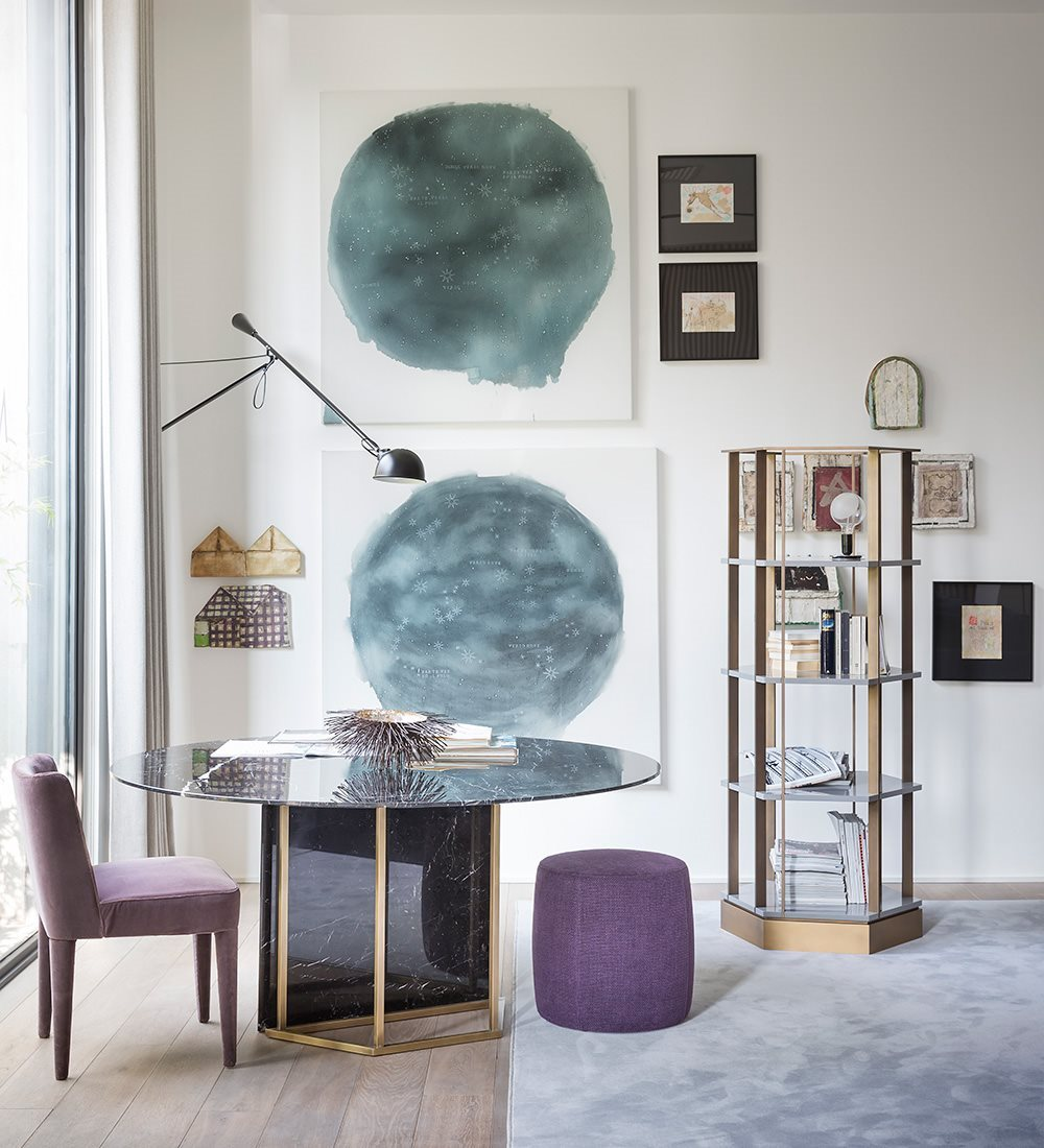Plinto Round Dining Table