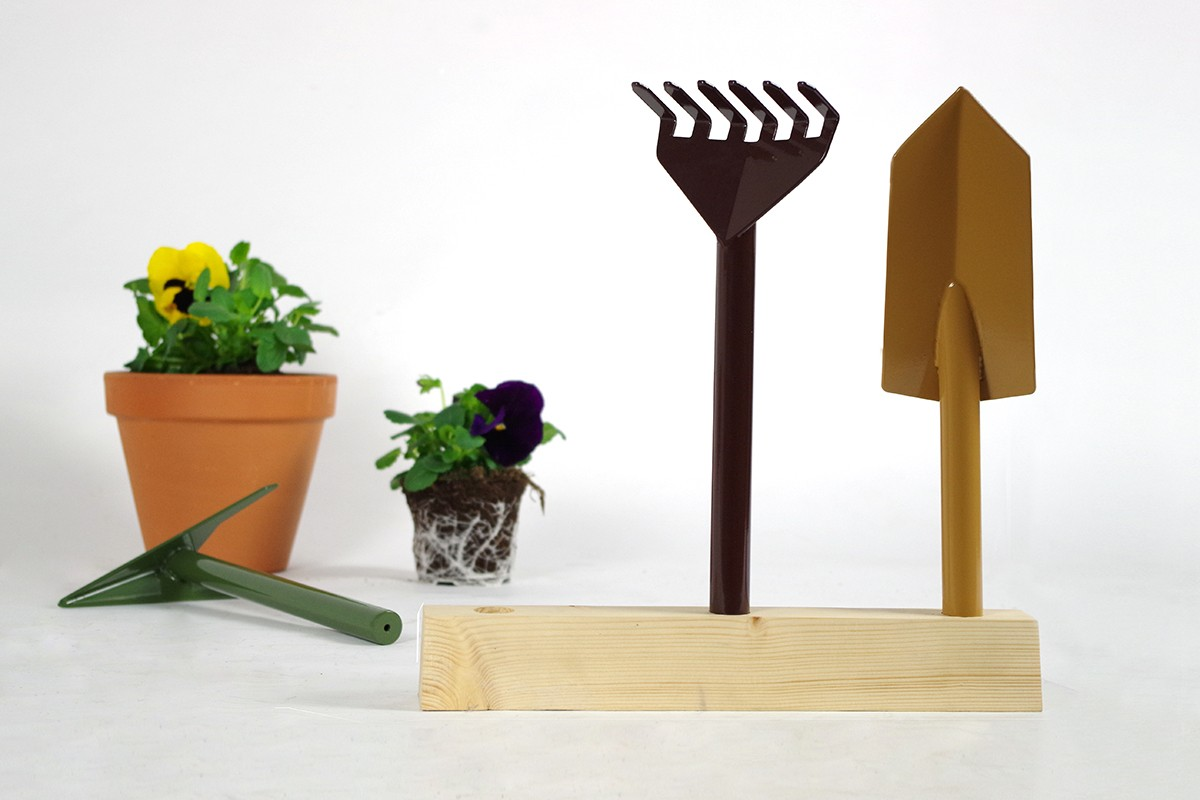 Orte Gardening Set - <p>A gardening set consisting of a hoe, a rake and a trowel, inserted in a cedar base for storage.<br /> Orte won the Wallpaper Design Award 2014.</p>  | Matter of Stuff