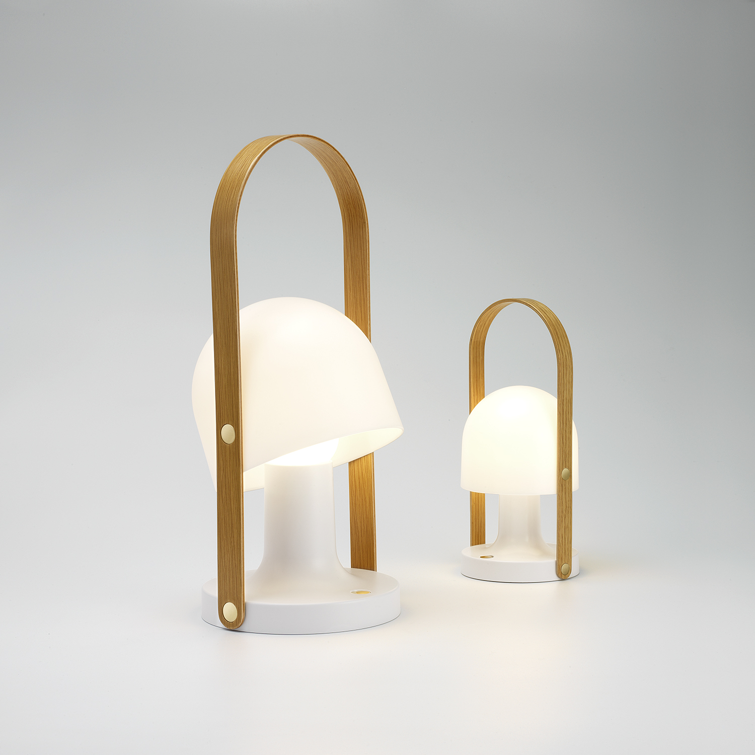 Follow Me Lamp - Portable and rechargeable, FollowMe is a table lamp that can be taken wherever you go. Because of its small, warm, and self-contained character, it is ideal both indoors and outdoors. It also works in restaurants and terraces that have no access to electrical outlets, or to replace candlelight.  | Matter of Stuff