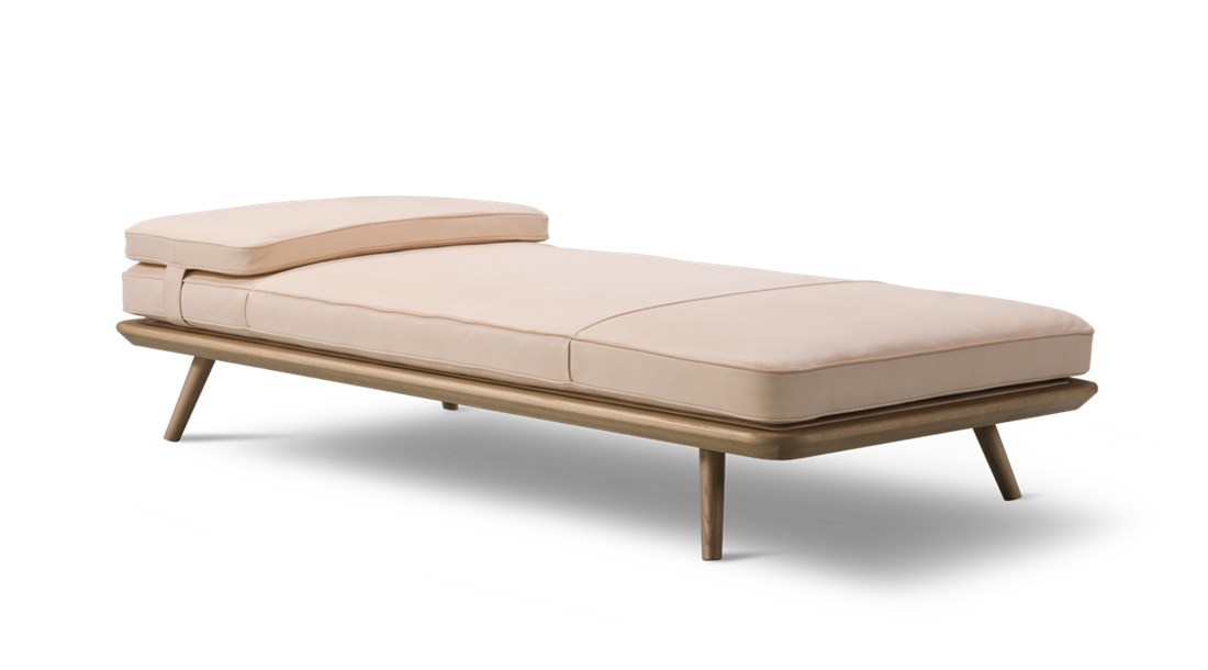 Spine Daybed - Spine Daybed pays respect to the proud upholstery traditions on which Fredericia built its name, while providing a dash of modernity in its own succinct and simple way. The head cushion is secured with a leather strap.