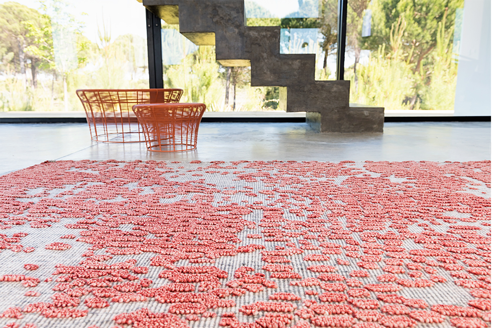 Japan Rug - <p>With a design that seems totally random and spontaneous, our Japan rug is manually knotted with 100% virgin wool in an attractive coral colour. This manufacturing technique creates precisely that sensation of casual and fortuitous design the rug transmits, almost in the same way nature springs, in wild and heterogeneous ways. For its textured surface one may find multiple analogies: from a rain of petals to fields of cherry blossoms, or a colony of marine corals. Due to the handmade nature of the GAN product, slight variations in size, colour, finish are normal. </p>