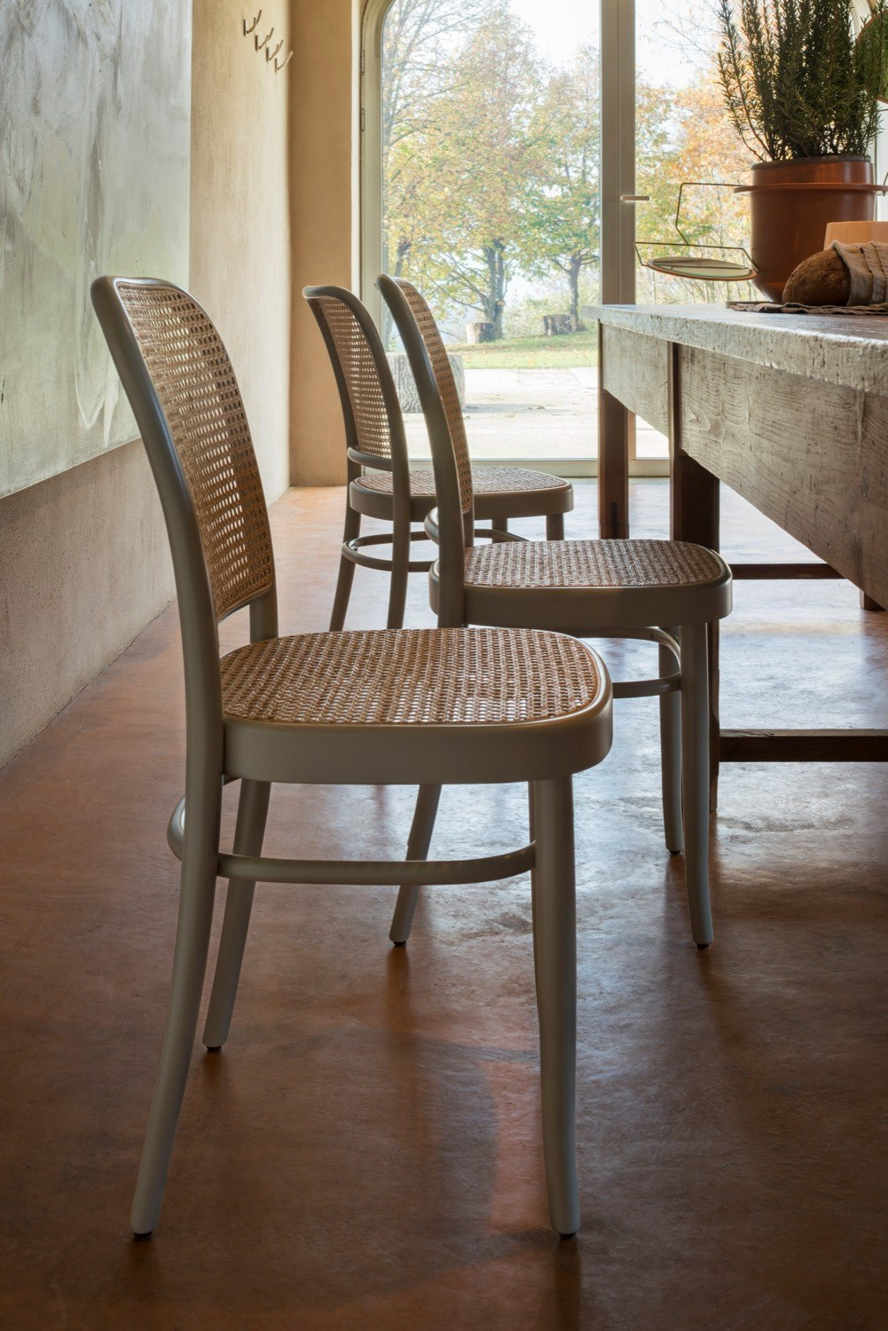 N.811 Chair  - Steam bentbeech chair designed by Josef Hoffmann in 1930. A timeless and modern design gives the chair N. 811 an outstanding comfort and lightness. Version: woven cane seat and backrest. | Matter of Stuff