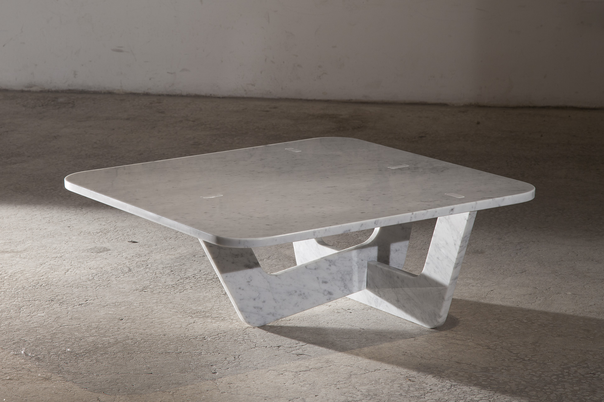 Equilibrista Coffee Table