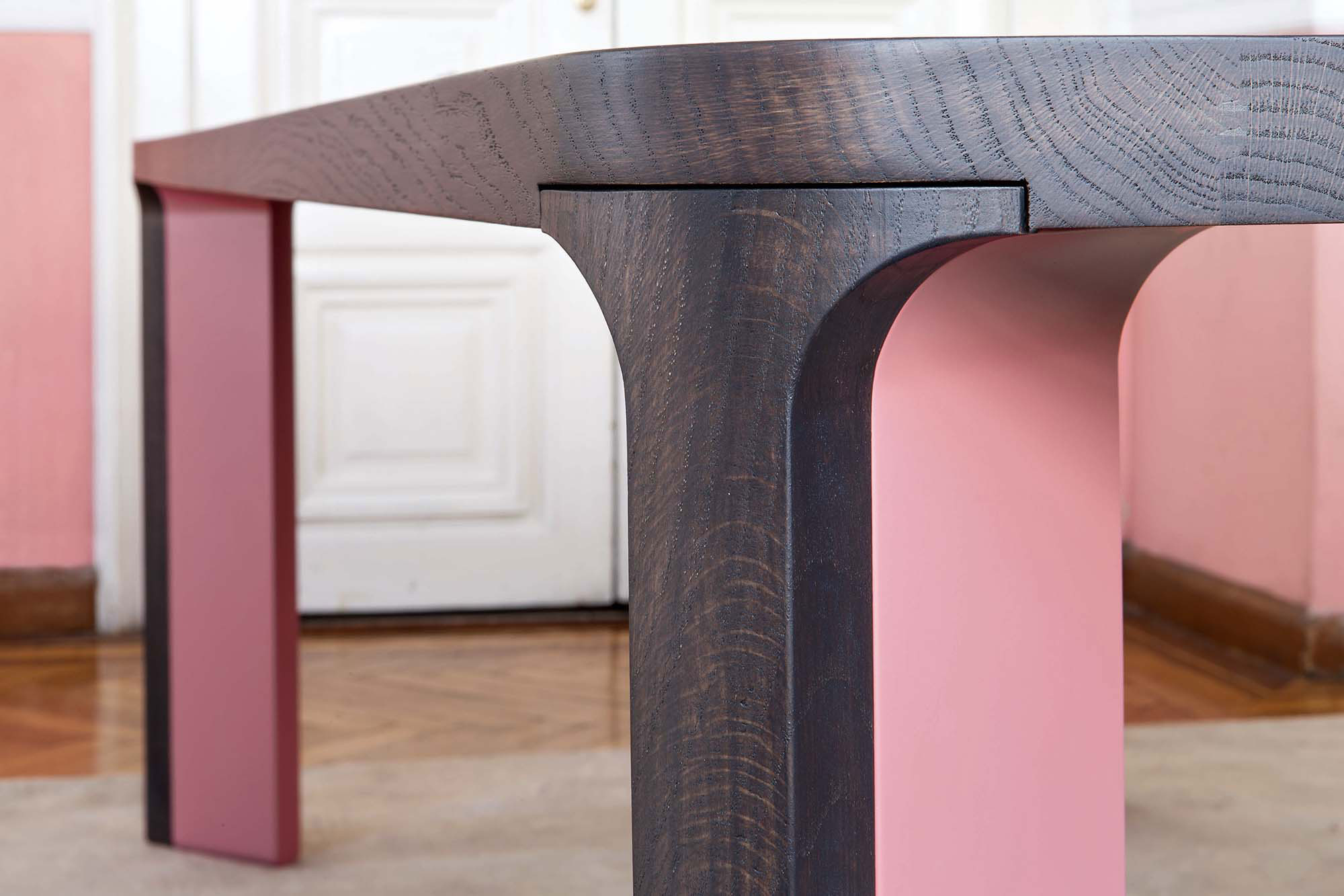 Acro-Bat 001 Table - <p>Table in various sizes with round corners. Top in wood and legs in two sections in wood and lacquer, or total lacquered.</p>  | Matter of Stuff