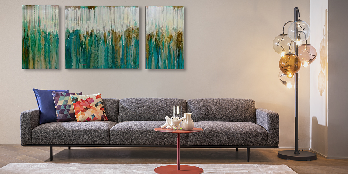 Cap Ferrat Small Three-Seater Sofa with Armrests - Cap Ferrat sofa by Carlo Colombo is the emblem of a new collection marked by a rigorous and virtually atemporal design, capable of maintaining an airy appearance, even in large-scale dimensions.