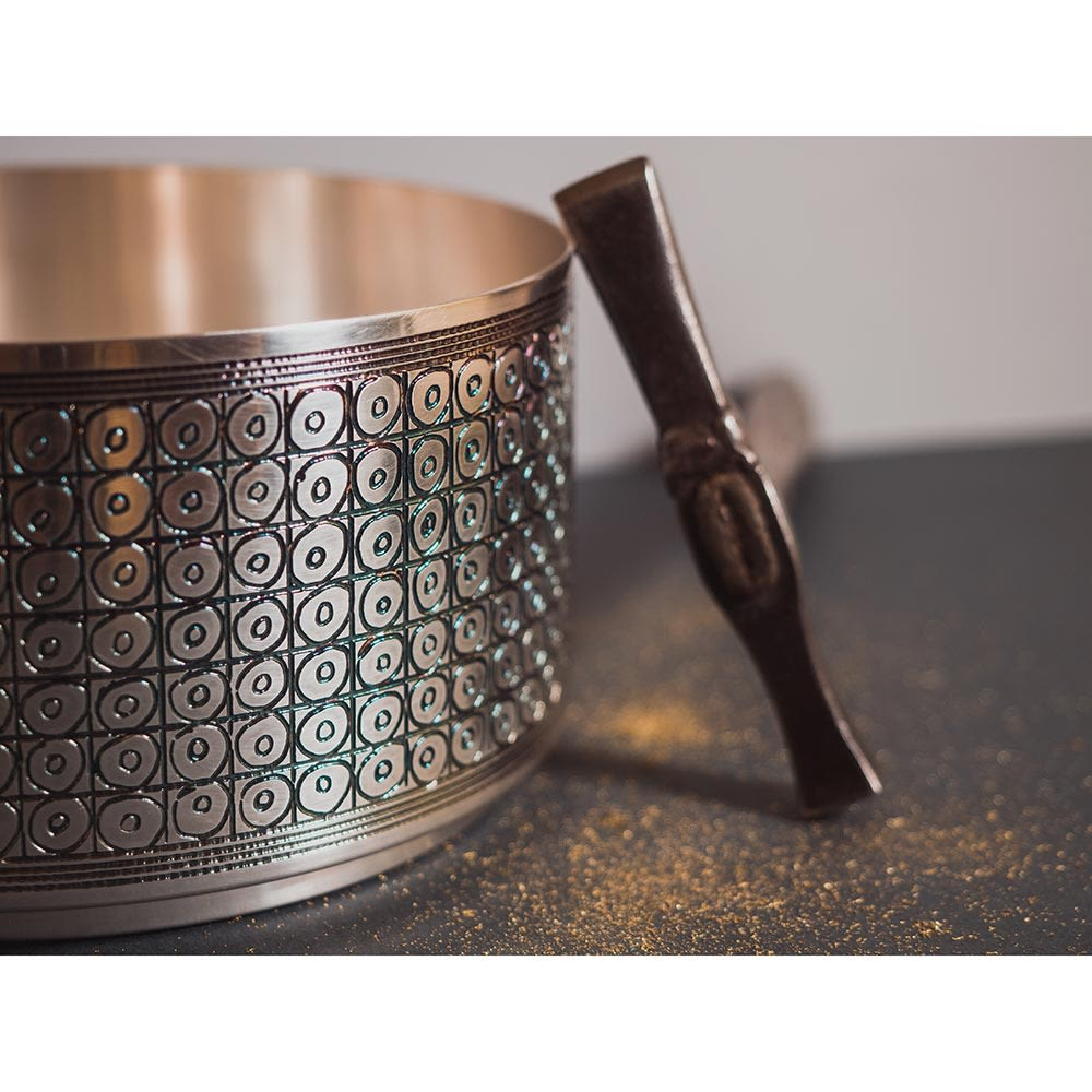 Babilonia Bowl - Engraving is obtained thanks to the ancient method of etching, which requires a patient and very long work, completely by hand. Each mark is different from the other one, each piece is unique. An absolute Value. | Matter of Stuff