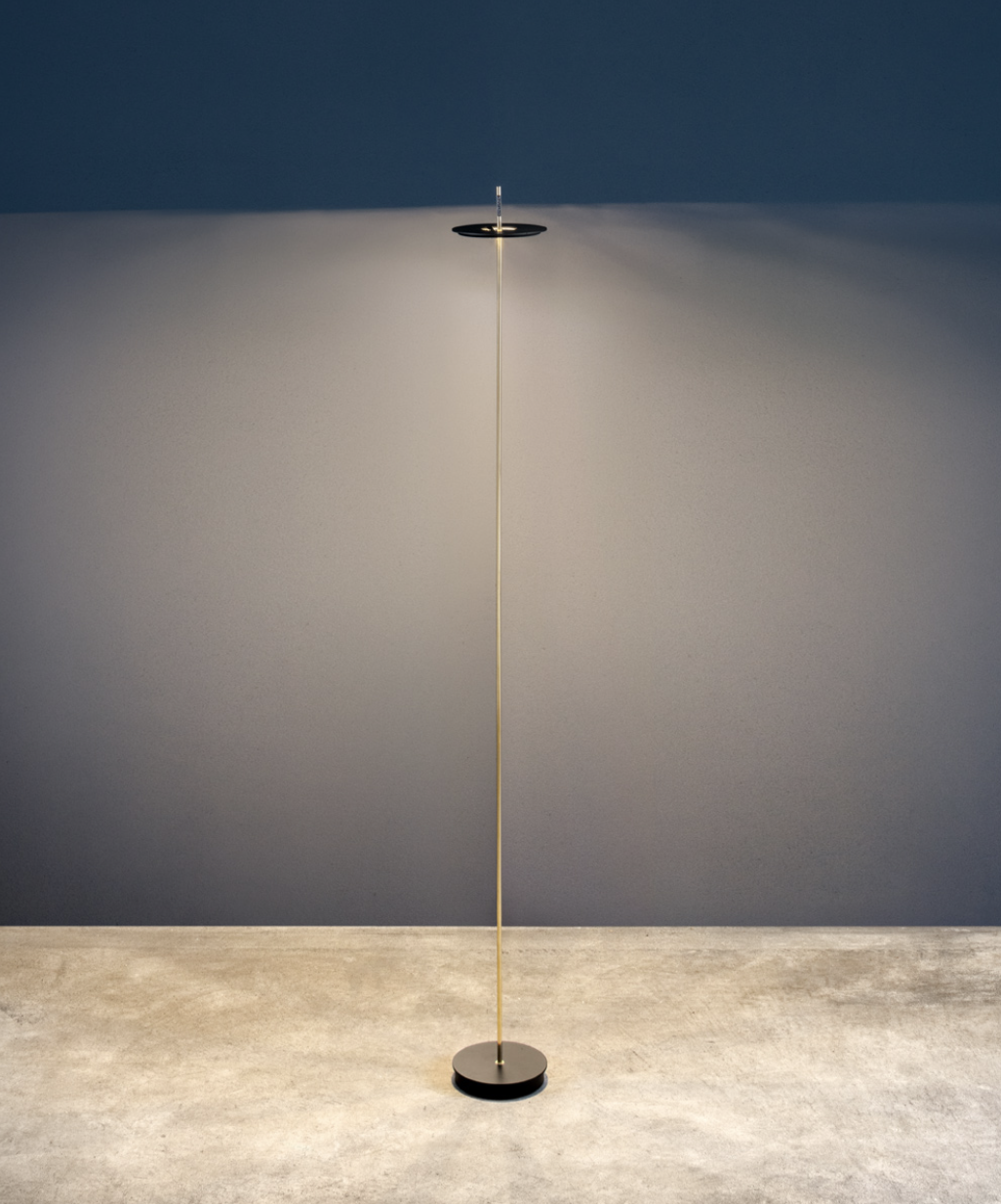 """Giulietta BE F Floor Lamp - Thanks to battery operation and the absence of cables, the new Giulietta BE can be 'transported' easily anywhere. With a simple touch of the hand, Giulietta BE can be switched on and set to three different light intensities. Giulietta BE consists of a thin rod – which originates from a circular base – and a circular disc surrounding the rod, apparently without any support. The disc concealing the light source is the distinctive feature of the lamp, which is part of the """"Giulietta"""" collection. 