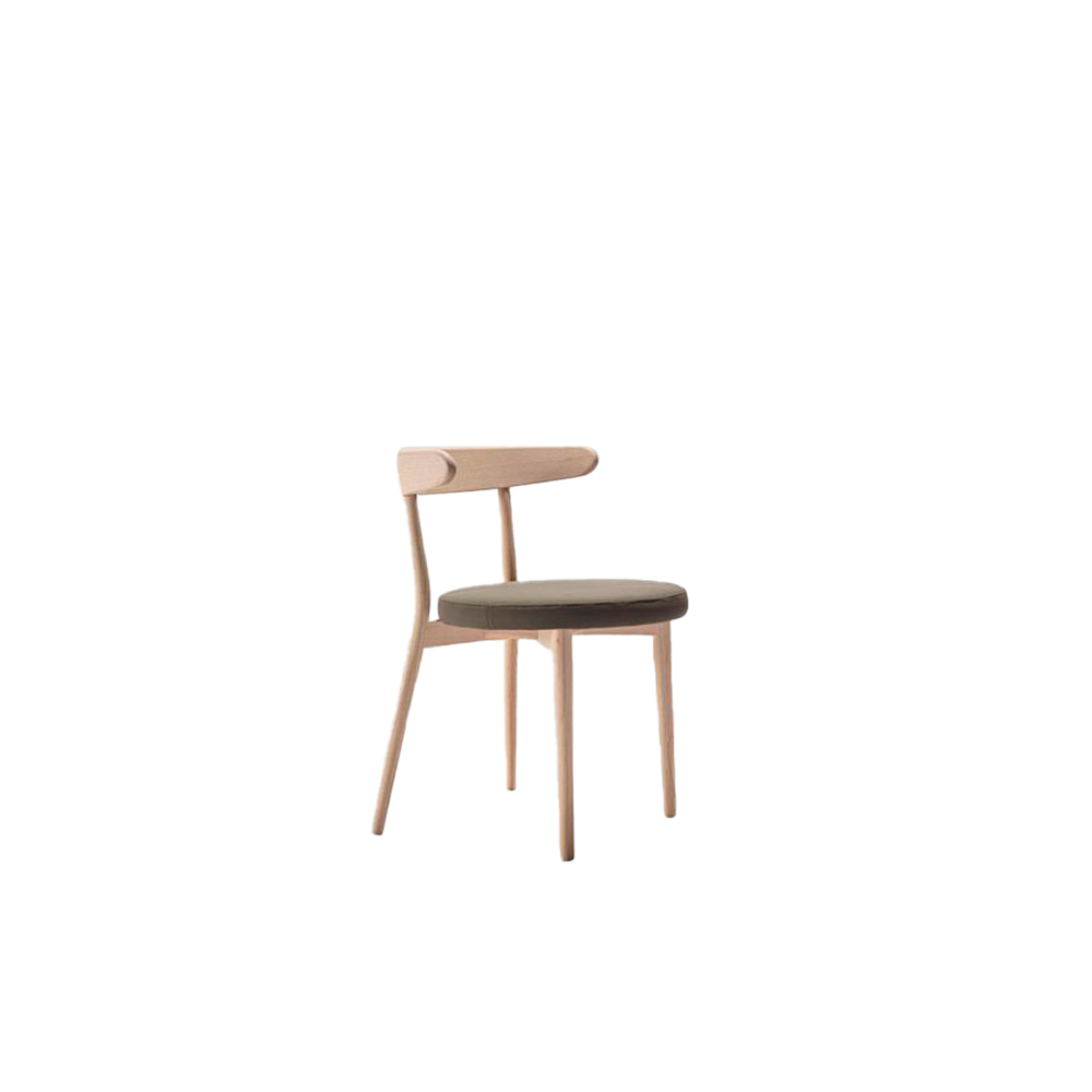 Bio Chair - Modern design ash wood chair. The curved backrest and the round seat reveal the double soul of the product: on the one hand the reference to Swedish tradition, on the other hand the contemporary character. Regular geometries, defined thicknesses, for a comfortable and spacious seat.  The detail of the curved back makes it practical to grip and fix it directly on the table top to facilitate cleaning. | Matter of Stuff