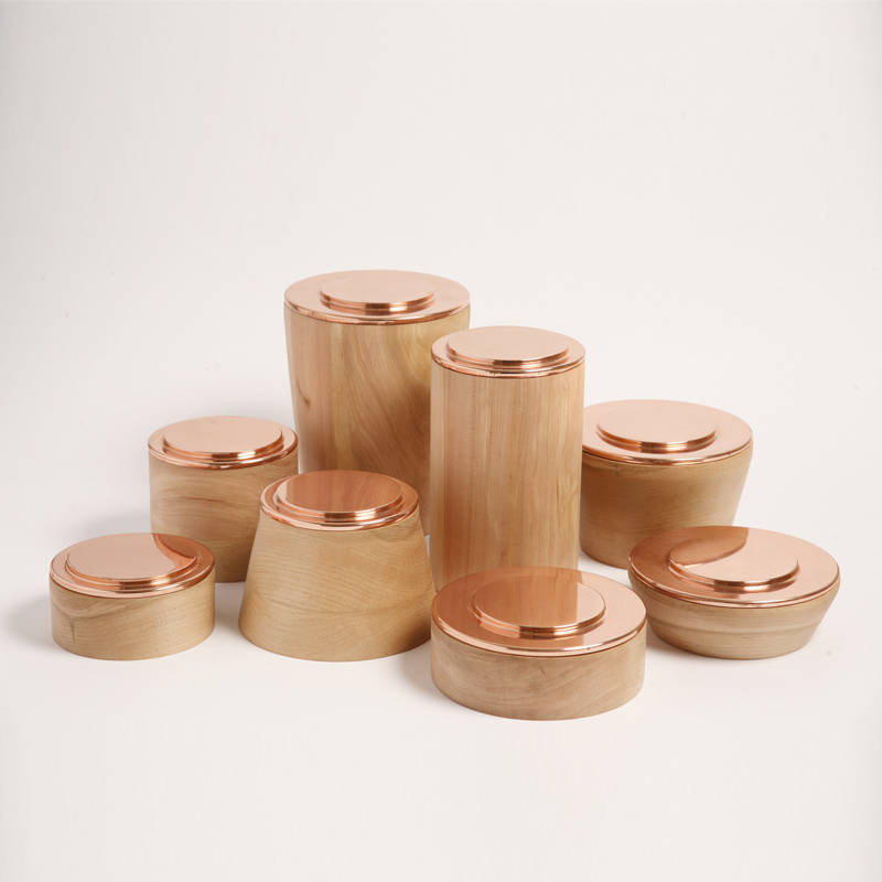 La Familia - Container Set - Base bowls collection is a set of containers completely made by hand, with an open and everyday use. One of the main attributes of this collection is the integration of two container pieces combined in one unit. According to this logic, each bowl includes two separate layers: The external one made of Lenga wood and the internal layer made of copper.  | Matter of Stuff