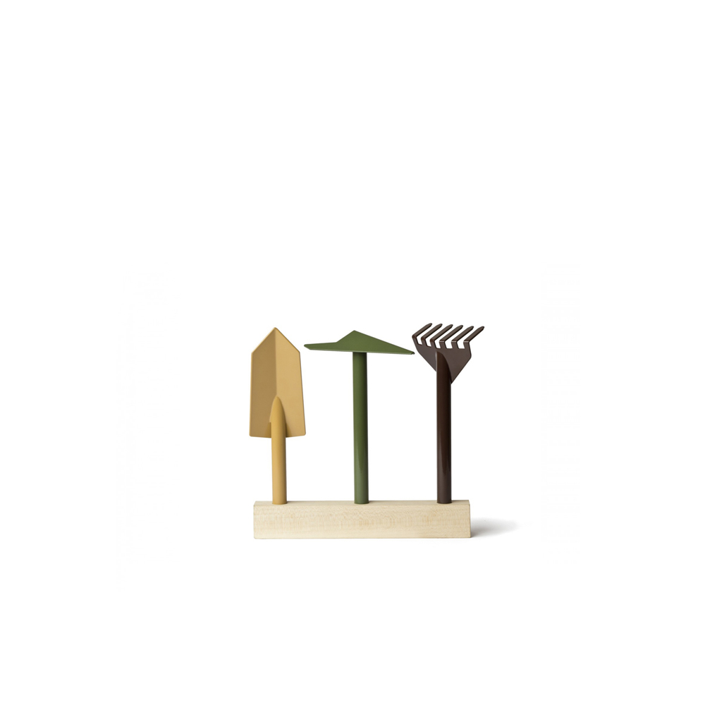 Orte Gardening Set - A gardening set consisting of a hoe, a rake and a trowel, inserted in a cedar base for storage. Orte won the Wallpaper Design Award 2014.  | Matter of Stuff