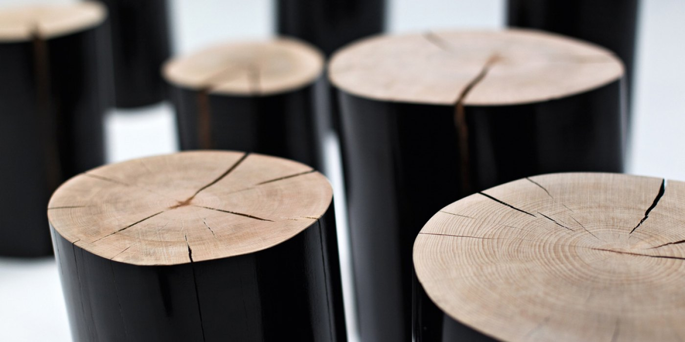 Log L Side Table - It is made of trunk section of beech. Also the accessories are barked and glossy black or white lacquered outside. | Matter of Stuff