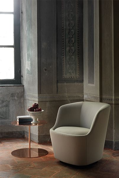 Orla Swivel Small Armchair with Return Mechanism - Classic and contemporary stylistic elements define the Orla sofas and armchairs by Jasper Morrison, a masterpiece of contemporary design that has entered the collection of the Tate Modern, in London. Characterized by soft, sinuous lines, slender shells and generous, comfortable cushions, the Orla series is a tasteful addition to both domestic and contract settings.   The collection is composed of two and three-seaters, a rounded sofa (right or left), small or larger armchairs (fixed and swivelling), poufs. As of 2019, the family also includes a small two-seat sofa.   For Orla sofas and poufs, the structure is made of rigid composite polyurethane foam, with poplar plywood inserts and elastic belts; the Orla armchairs come with a fixed or swivelling structure made of foam. All versions are padded with multi-density polyurethane foam and fibre.   For the armchair and sofas, the cover of the structure is fixed, but removable for the cushions, and is available in the fabrics and leathers of the collection; for the small sofa and small armchair, the cover is fixed for both the structure and the cushions – all of which are also available in the fabrics and leathers in the collection.   Matter of Stuff