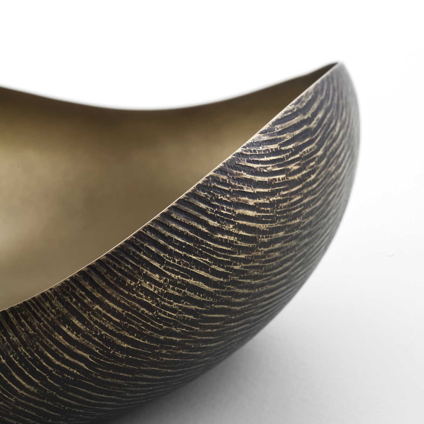 Ovo Bowl - This bowl can be used to serve small sweets or as a sophisticated home decor accessory. | Matter of Stuff