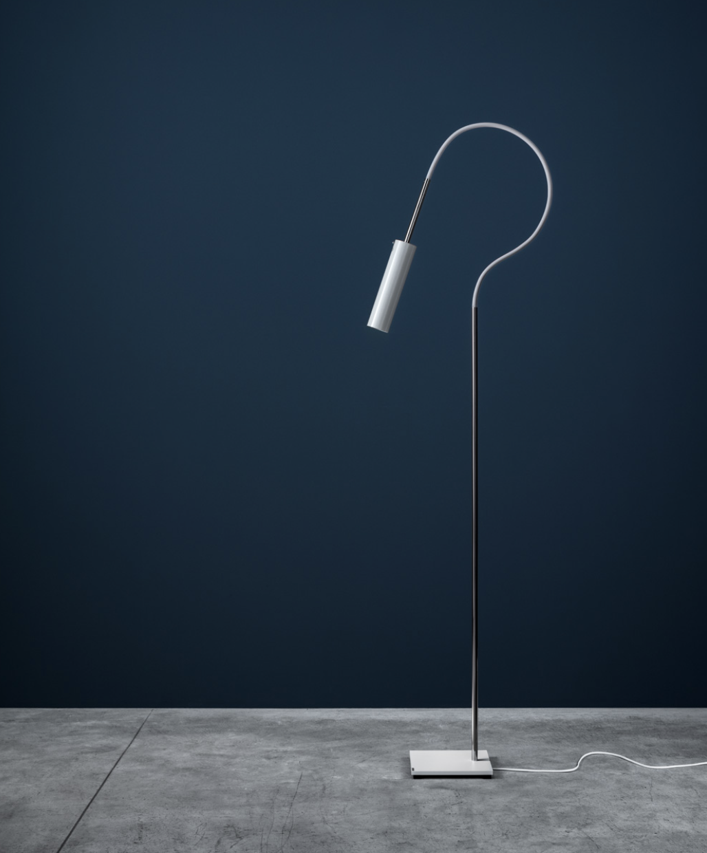 Lucenera 207 Floor Lamp - Lucenera was developed from a simple concept: taking the limelight off the lamp and giving centre stage to the light, depending on the subject illuminated. To achieve this, Enzo Catellani used a black carbon tube and flexible support. The shape is the simplest one possible; the object is the utmost in versatility. | Matter of Stuff