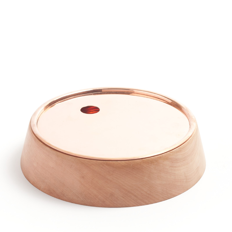 Base Bowl A - Base bowls collection is a set of containers completely made by hand, with an open and everyday use. One of the main attributes of this collection is the integration of two container pieces combined in one unit. According to this logic, each bowl includes two separate layers: The external one made of Lenga wood and the internal layer made of copper.  | Matter of Stuff