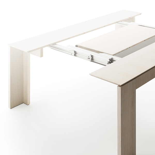 Quadrante  Extendable Console - <p>Characterised by refined elegance and great functionality, it transforms itself from a simple console into a splendid dining table, versatile protagonist of every kind of domestic environment.</p>  | Matter of Stuff