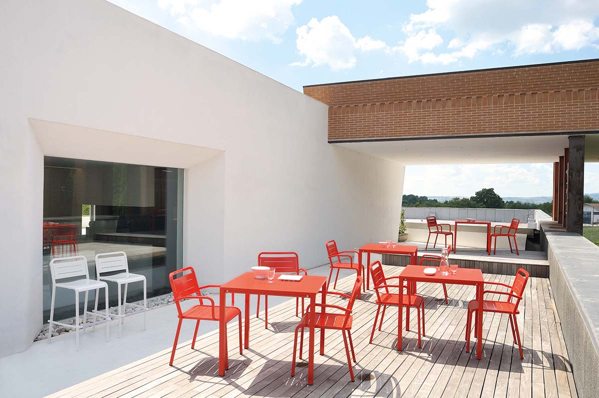 Urban Stackable Square Table - <p>Urban, made in aluminium, interprets the contemporary style of urban outdoor settings by creating areas for lively and enjoyable social events, with the aid of its classic lines and the natural lightness of the aluminium. Resistant, practical and light, Urban is the ideal solution for outdoor furniture that is simple, lively and of immediate impact.</p>    Matter of Stuff