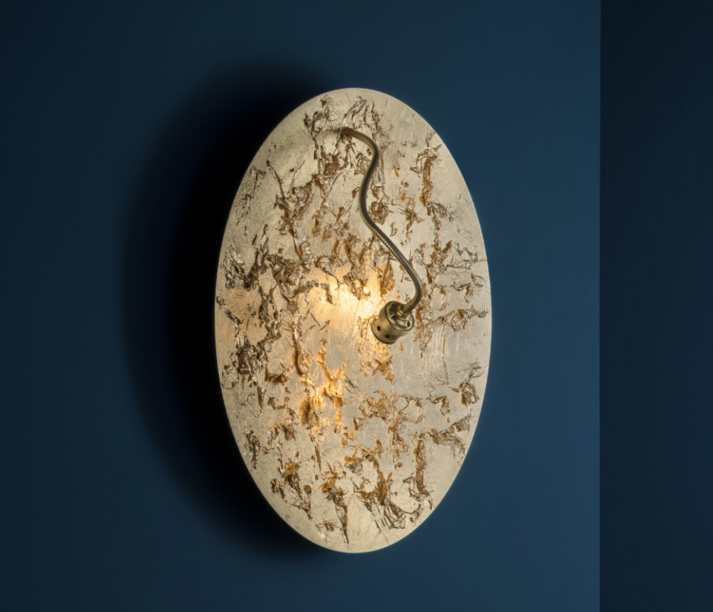 Luna Piena Wall Lamp - Luci d'Oro was developed after reflecting on the colour of light: the golden light of the sun and fire; warm light, in which the concept of refraction began to take shape in Enzo Catellani's mind and which he used later in other creations.   Matter of Stuff