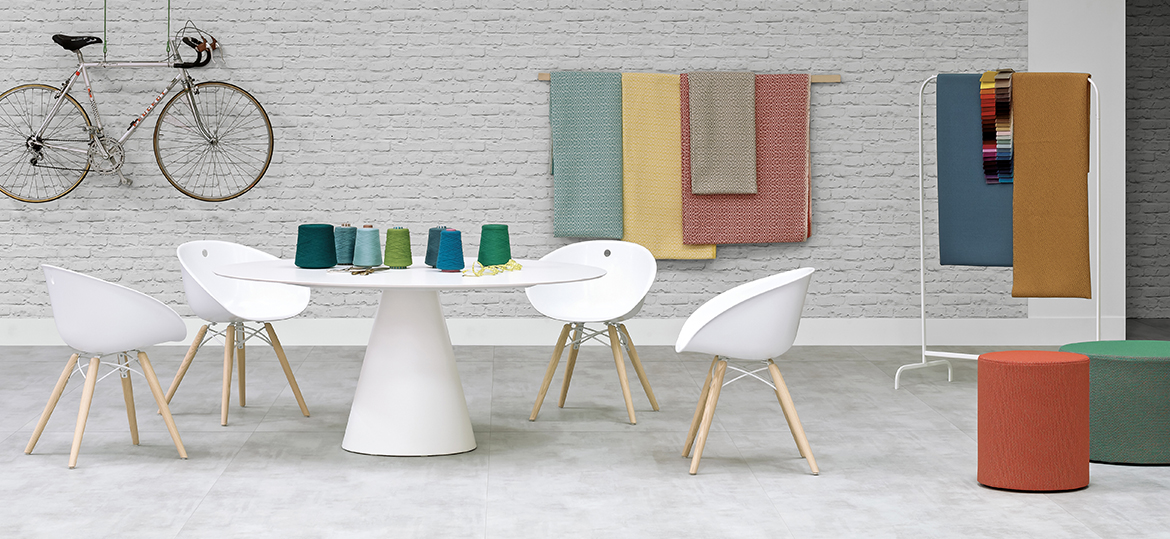 Gliss Technopolymer Armchair - Gliss has a cosy and ergonomic shape which takes its inspiration from iconic chairs of the Fifties, featuring by the distinctive element of the hole in the shell. The collection stands out for comfort and functionality, thanks to its sinuous armrests that allow a handy grip, as well as embrace the body. Armchair with technopolymer shell and solid ash wood legs. | Matter of Stuff