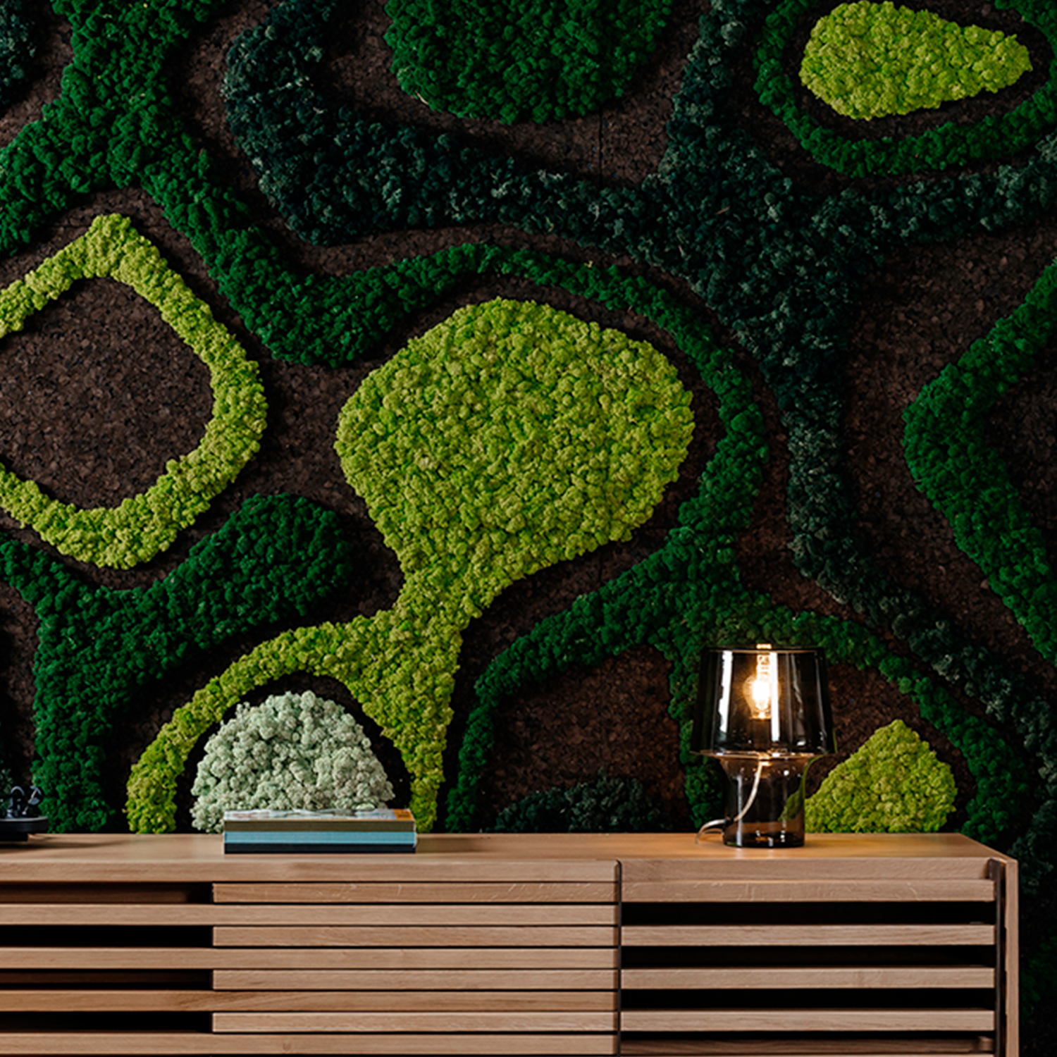Corkmetaball Green Wall Panels - From a triangular grid to an organic panel. The same element with different thicknesses generates an irregular topography. A great example of simplicity: simple forms that generate complex structures. Easily assembled and with strong aesthetics, it is also a perfect solution for acoustic insulation.  Exploring the symbiosis between low-tech material and high-tech processes. The 100% natural and sustainable expanded cork agglomerate is transformed through generative design algorithms and advanced digital fabrication processes, expressing a new formal aesthetics. This creative and disruptive system not only optimizes cork's thermal and acoustic properties but also adds artistic value to traditional walls. | Matter of Stuff