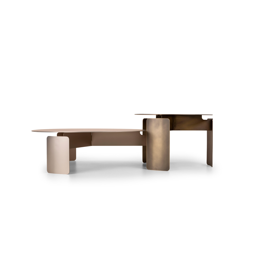 Shirudo Coffee Table - Shirudo, shield in Japanese, is a coffee table that can be used either individually or in pair. Made entirely of metal, the peculiarity of the product is the slight curvature of the legs, a feature that unburdens the playfulness of the material. The visible joints highlight the excellent level of craftsmanship, allowing the product to pleasantly illuminate the surrounding environment without giving up its charm. | Matter of Stuff
