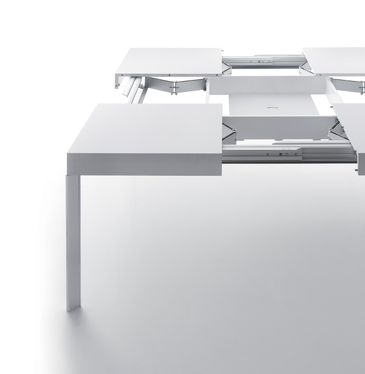Unisono Extensible Table - <p>Square extending table in both directions with aluminium runners. Rigorous but original, the taut lines makes Unisono a classic table, but owner of unique and particular elegance. The sophisticated technology hidden inside easily extends the top until 1,80 meters long.</p>  | Matter of Stuff