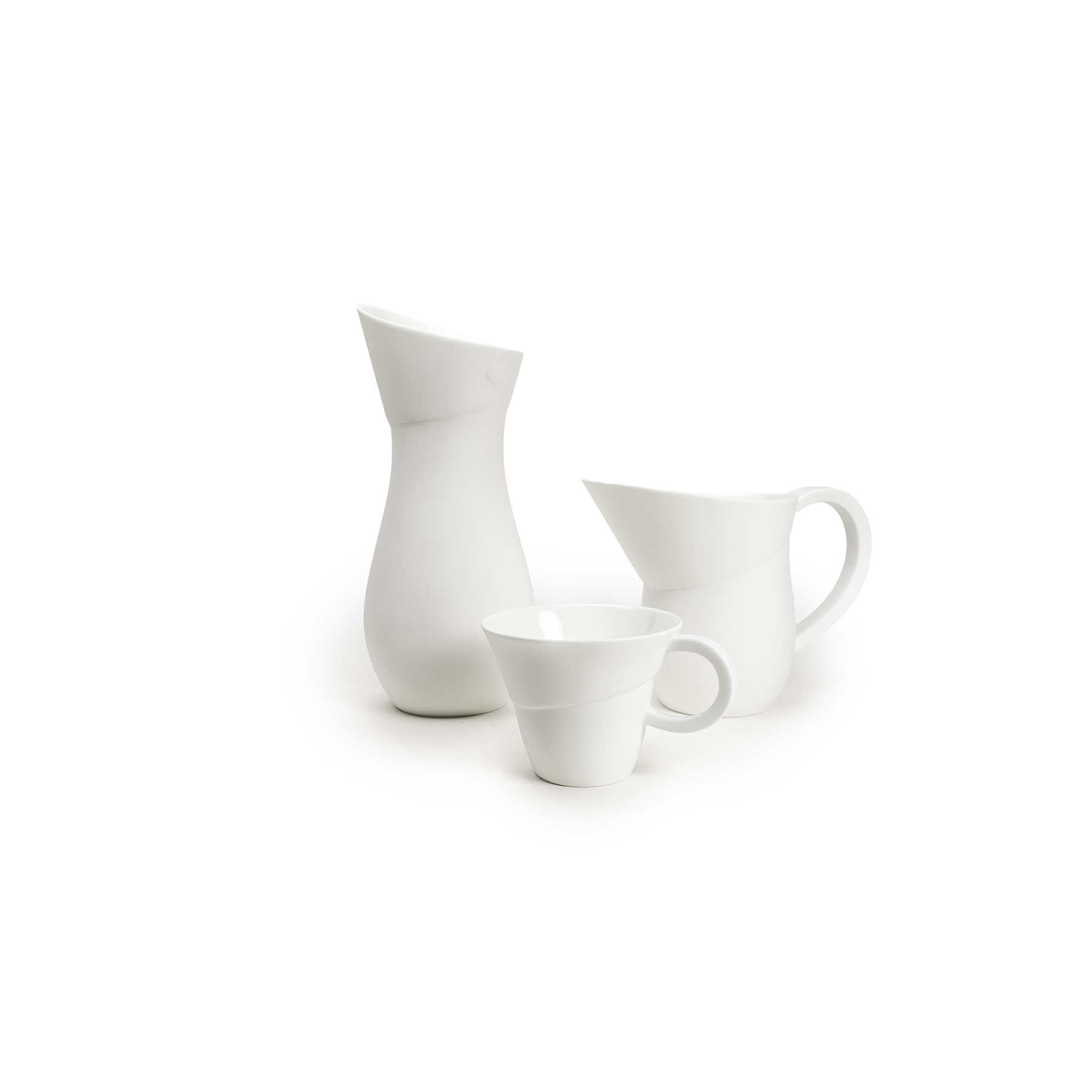 Flare Mug - <p>Russell Pinch and Oona Bannon are renowned furniture and lighting designers and have reduced the scale in which they design to create Flare.<br /> Flare is a fine bone china collection that involves generous and curvaceous forms paired with exaggerated ratios delivered via handles and spouts. The shapes offer a sculptural modernity whilst referencing classic form, and make a virtue of light and shadow. For a radical departure from their usual palette, the Festival Jug is a hand-painted prestige piece that is wild in colour and takes an arduous five and a half hours to decorate.</p>    Matter of Stuff