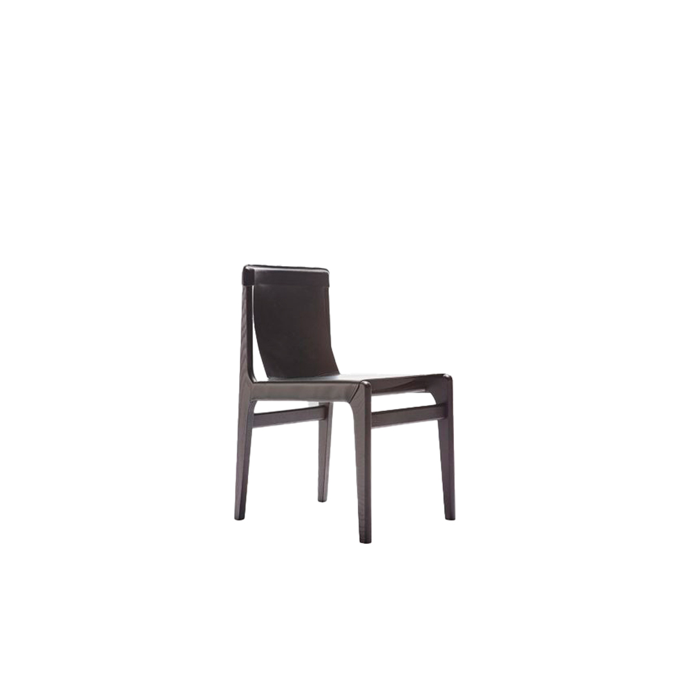Burano Chair - Chair, lounge and stool make up the Burano family, made of ash wood. The double layer of high quality Italian leather is without any doubt the distinctive feature of this collection, which is perfectly suited to domestic environments such as dining rooms, but also to contract environments.  The leather is a structural and integral part of the collection: the underlying canvas makes the seat resistant, facilitating comfort and functionality that extend also to the slightly inclined and welcoming backrest. | Matter of Stuff