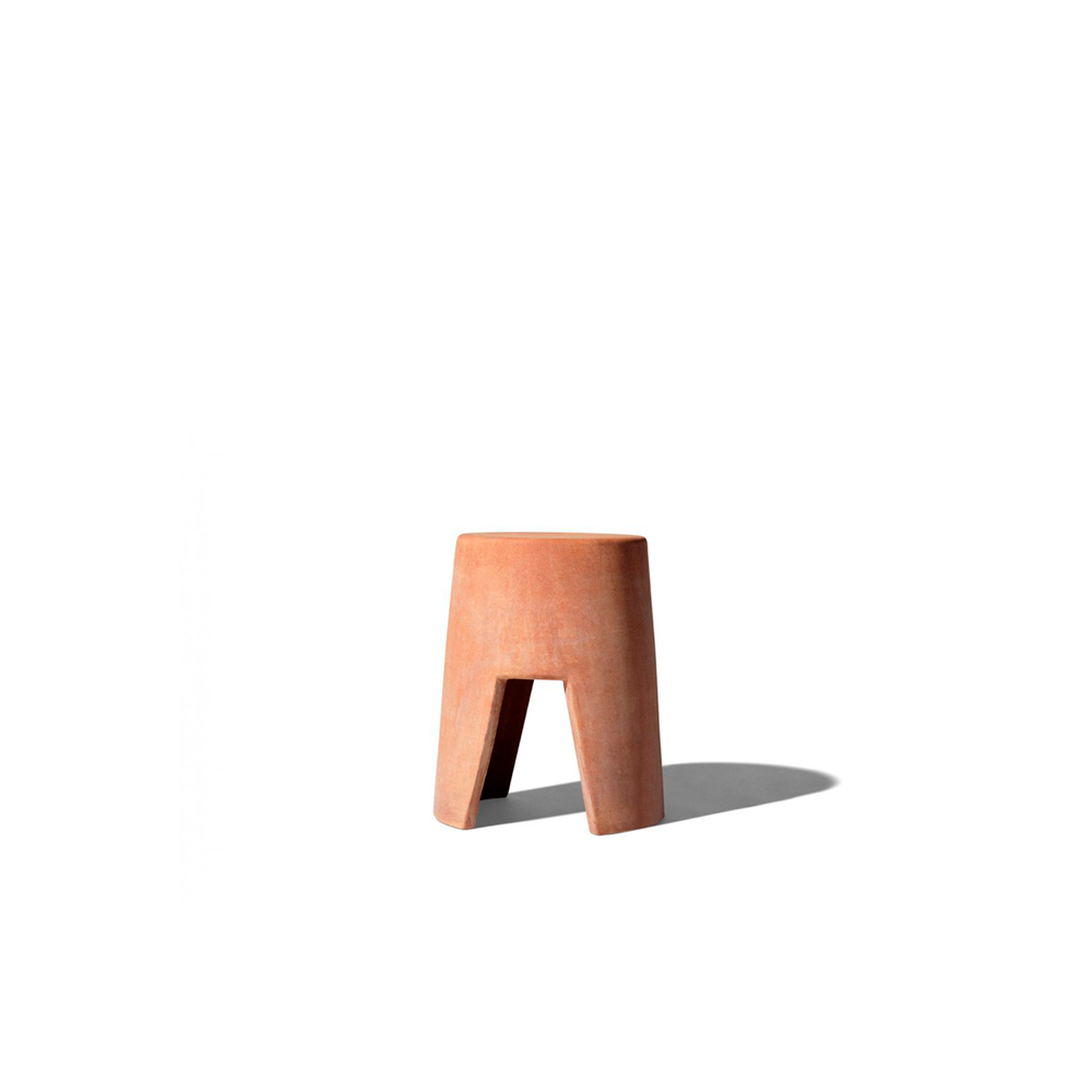 Suni Coffee Table - Small tables entirely in terracotta. The warm colours of the clay make them ideal for decorating the outdoors and perfect for living in natural symbiosis with the plants of the garden or terrace. Weather-resistant, they do not suffer in any way the climatic changes and are guaranteed temperatures below zero. Pursuing the idea of a single material object, Albi and Suni are conceived of two different sizes, have a self-supporting conical shape, an archetypal design that suggests solidity and countersinks under the top that helps the grip for moving. | Matter of Stuff