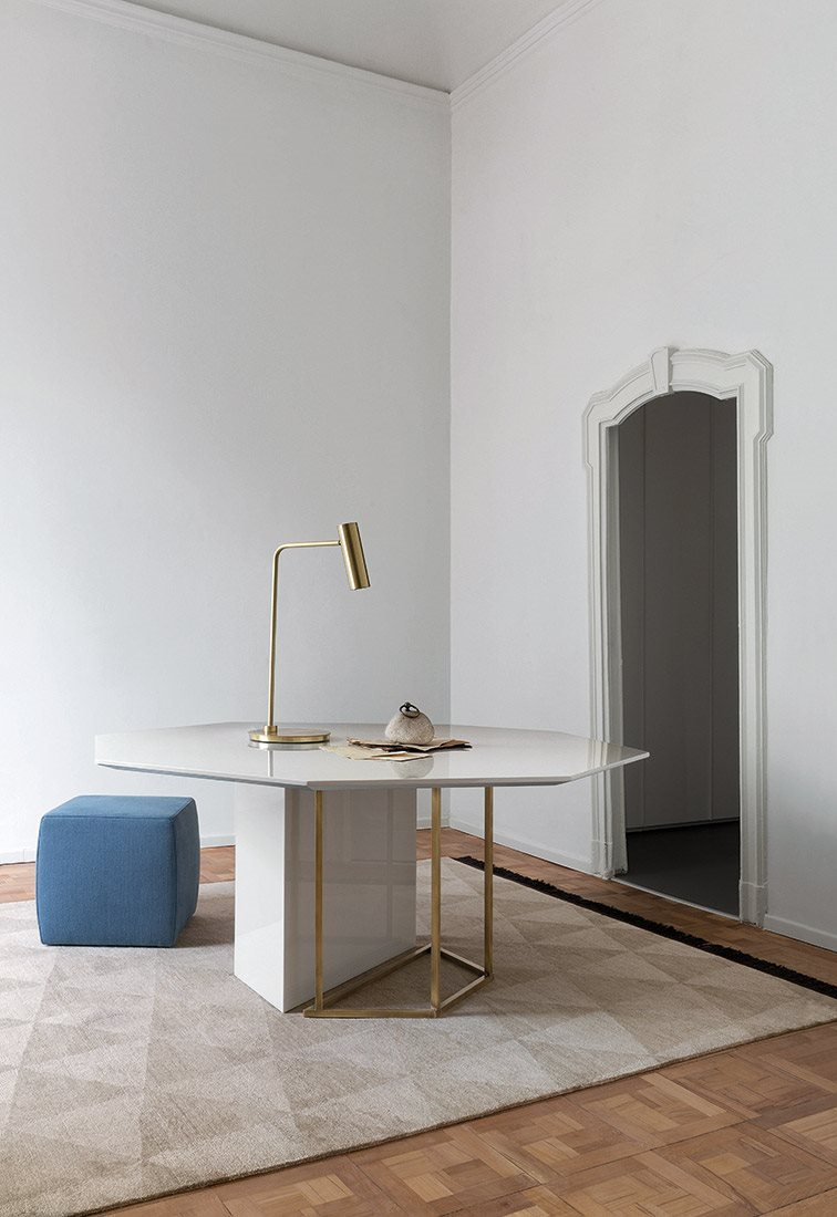 Plinto Octagonal Dining Table - Dining tables with metal base with plinth. Tops in different models and dimensions. Finishes for metal base - black varnishes - bronzed brass Finishes for plinth - wood veneer - matt or glossy lacquer - marble Finishes for tops - wood veneer - matt or glossy lacquer - marble | Matter of Stuff