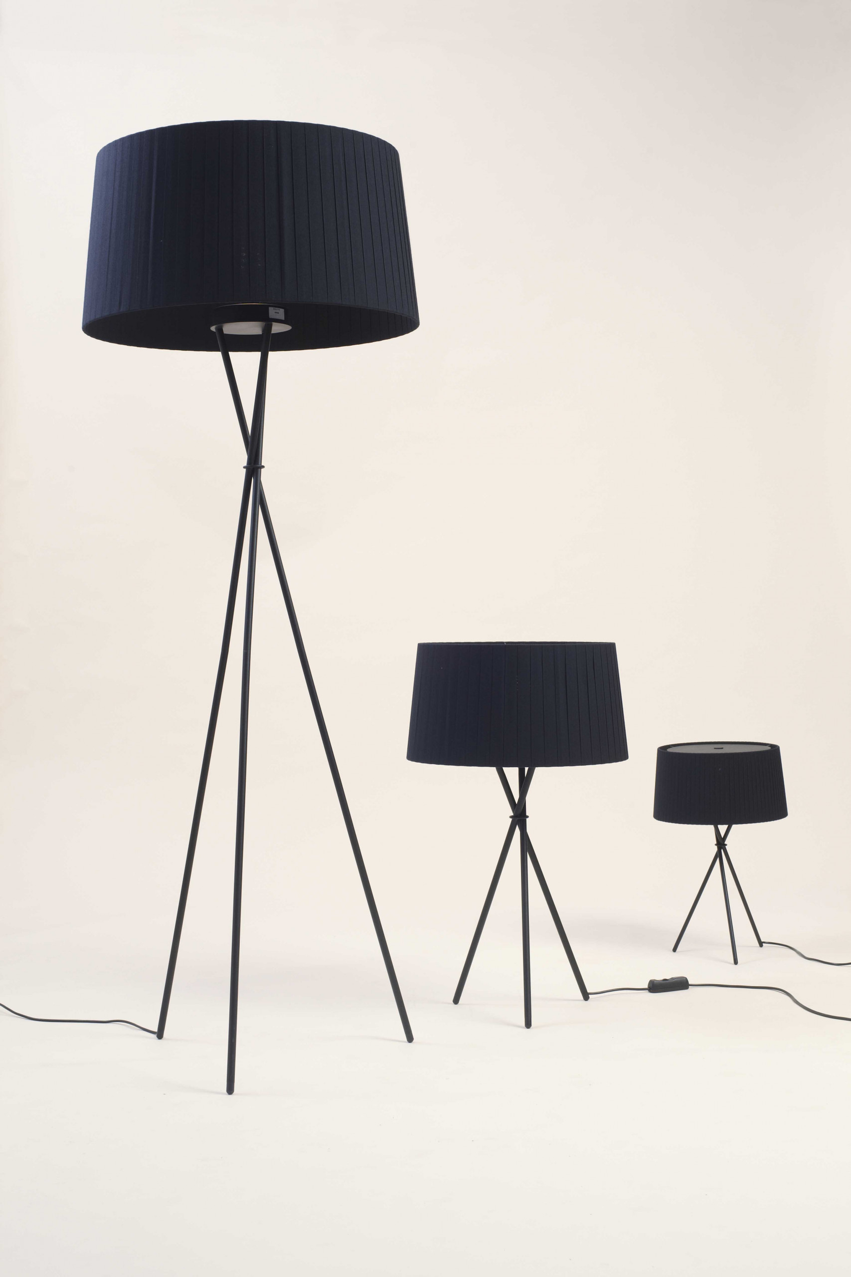 Tripode G6 Table Lamp - <p>A bundle of three black tubes, joined like a set of chopsticks, holds up a generous ribbon shade.</p>