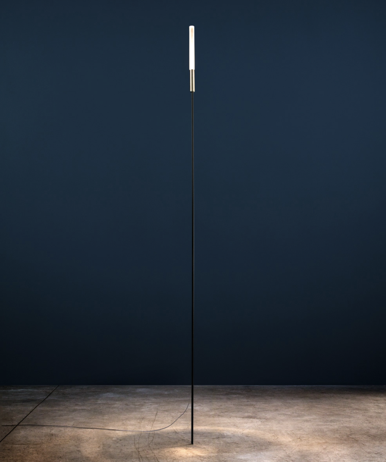 Syphasera Outdoor Standing Lamp - Enzo Catellani has designed his first collection of outdoor lights for Catellani & Smith in response to the trend that, over the years, has seen living spaces move outside into terraces and gardens, creating extensions of the house. Enzo Catellani's main goal was to create a collection of indoor lamps suitable for outdoor installation; lighting fixtures created for the outside, but able to recreate the same warmth and atmosphere as indoor lights. Glass plays a starring role in this collection. This is how were developed Syphasera , Syphasfera (both lamps in cooperation with Arch. Maurizio Quargnale) and Syphaduepassi, which, thanks to their minimal design, integrate perfectly with the surrounding environment, as if they were part of nature itself. | Matter of Stuff