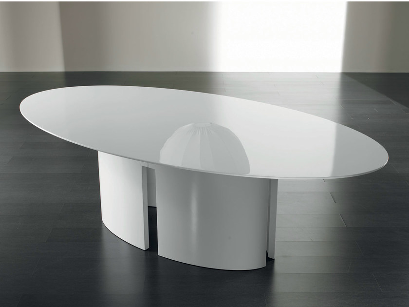 Gong Oval Dining Table - Gong are dining tables with structure in stained oak veneer with matt or glossy lacquer, resin or bronzed brass finish.‎ Removable base.‎ Top available in stained oak veneer, matt or glossy lacquer, back-painted glass in the colors of the lacquers, resin, bronzed brass, platinized steel, MR1 or MR2 marble.‎ Available in multiple forms.‎ | Matter of Stuff