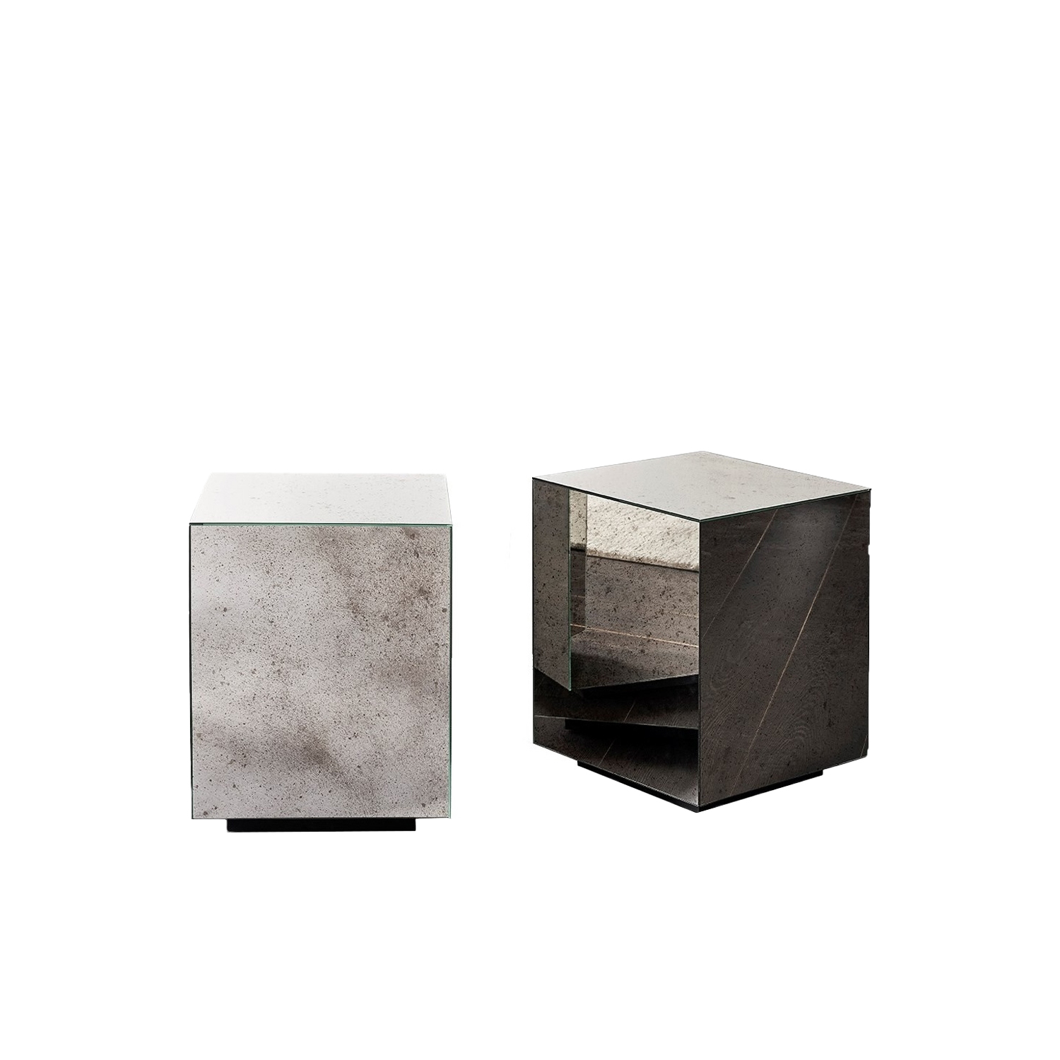Belt Square Mirror Low Table - Belt are low coffee tables with wooden structure and bronzed brass perimeter band. The top is available in matt lacquered oak veneer or glossy bronzed marble mirror glass. | Matter of Stuff