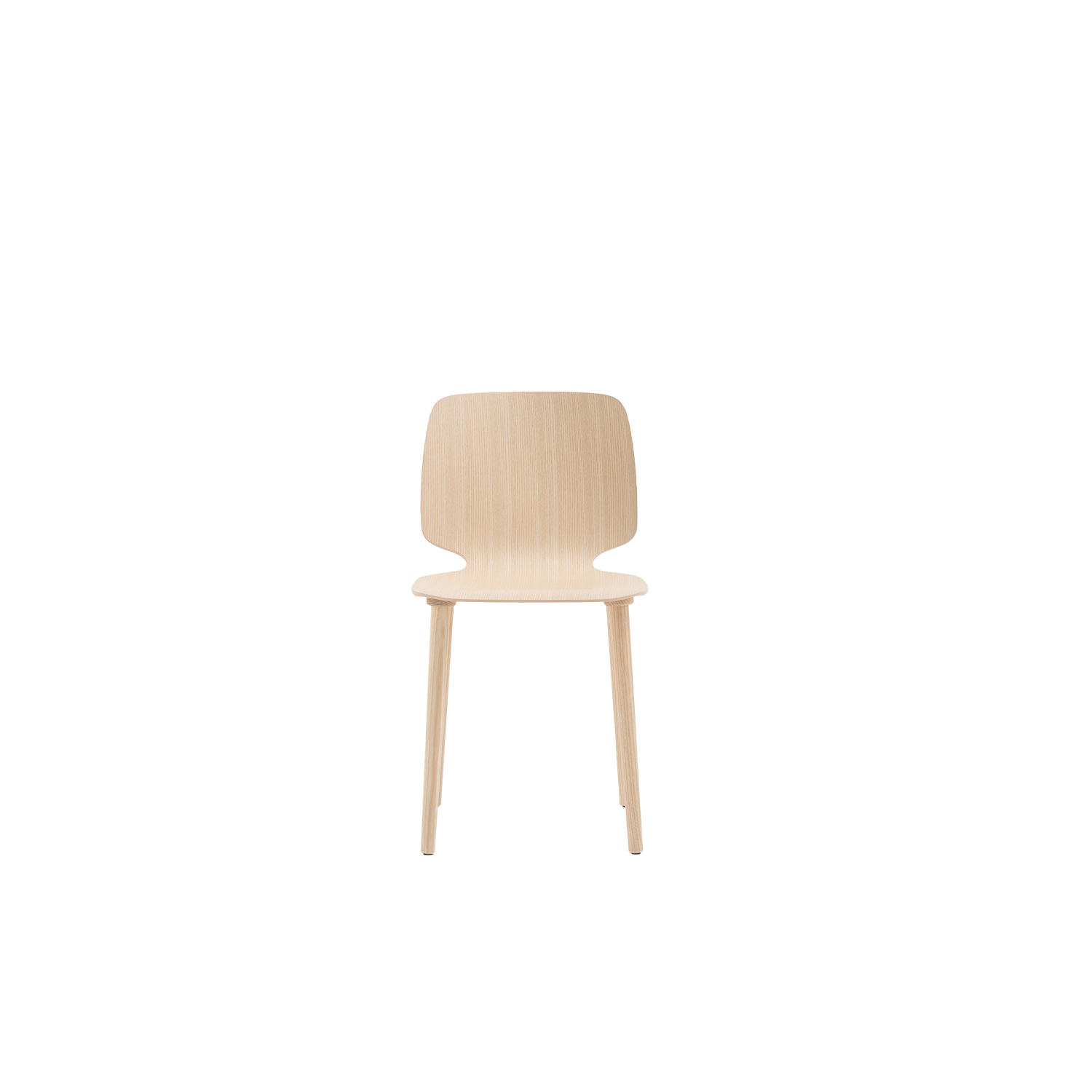 Babila Wooden Chair - Babila collection is able to move along tradition and innovation with great agility. The strength of this collection is its simplicity and directness, to recall a timeless shape. Chair with ash plywood shell in variable thickness and solid ash wood legs. | Matter of Stuff