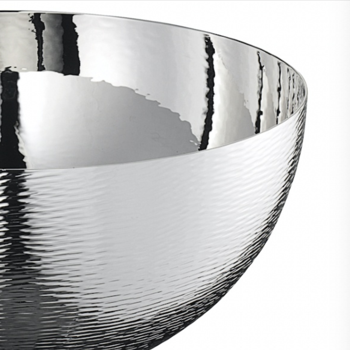 Saturno Bowl - The elegant Saturno bowl centerpiece features a completely polished silver alloy finish internally.